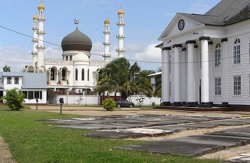 Synagoge en moskee in Paramaribo